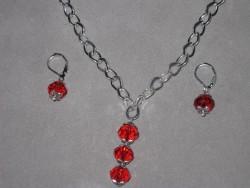 SE039 Three drop red: Halsband + örhängen med röda tjeckiska glaspärlor...99:- 59:-  För att se en större bild, klicka på denna länk.