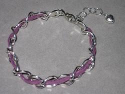 AR121 Purple dream: Armband med grov kedja och lila mockaband...69:-För att se en större bild, klicka på denna länk.