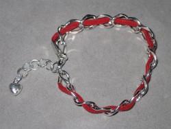 AR123 Red dream: Armband med grov kedja och rött mockaband...69:-SÅLD  För att se en större bild, klicka på denna länk.