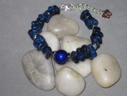 AR129 Blue stone: Armband med blåa stenbumlingar...75:- 45:-För att se en större bild, klicka på denna länk.
