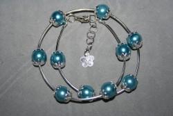 AR132 Blue stick: Armband som man virar två varv med blåa pärlor och silverfärgade stavar...85:- SÅLD För att se en större bild, klicka på denna länk.