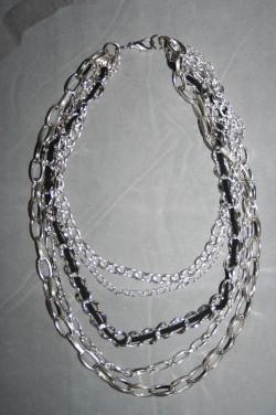 HA102 Chains: Halsband med olika kedjor i varierande längder...105:- 65:-  För att se en större bild, klicka på denna länk.