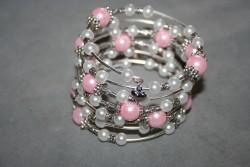 AR134 Pink memory: Armband (för smala handleder) av memory wire med rosa och vita pärlor...SÅLD För att se en större bild, klicka på denna länk.