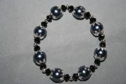 AR135 Steel grey: Elastiskt armband med stora stålgråa pärlor...89:-  49:-För att se en större bild, klicka på denna länk.