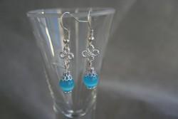 OR060 Little blue: Örhängen med blåa cateye pärlor...finns att köpa hosStudio Mini SÅLDFör att se en större bild, klicka på denna länk.