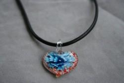 HG001 Glass heart: Halsband med läderbandoch hjärta i glas...89:- För att se en större bild, klicka på denna länk.