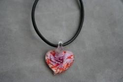 HG002 Glass heart: Halsband med läderband och hjärta i glas...89:- För att se en större bild, klicka på denna länk.