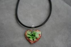 HG003 Glass heart: Halsband med läderband och hjärta i glas...89:- För att se en större bild, klicka på denna länk.