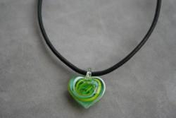 HG004 Glass heart: Halsband med läderband och hjärta i glas...85:- För att se en större bild, klicka på denna länk.