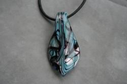 HG010 Glass pendant: Halsband med läderband och hänge i glas...99:- SÅLD För att se en större bild, klicka på denna länk.