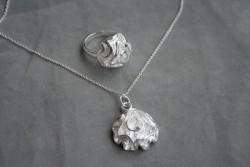 AS007 Silver rose: Halsband + ring i form av en ros...249:- SÅLD