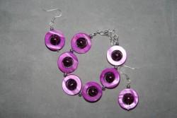 SE048 Purple ring: Armband + örhängen med lilarosa snäckskalsringar...95:- För att se en större bild, klicka på denna länk.