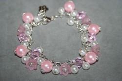 AR144 Pink flowers: Rasselarmband i rosa...95:- SÅLDFör att se en större bild, klicka på denna länk.