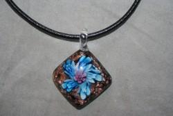 HG017 Glass pendant: Halsband med läderband och hänge i glas...89:- För att se en större bild, klicka på denna länk.
