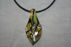 HG014 Glass pendant: Halsband med läderband och hänge i glas...99:- För att se en större bild, klicka på denna länk.
