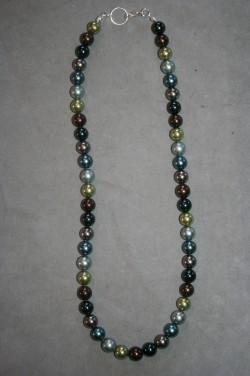 HA131 Multi color green: Halsband (40 cm) med små pärlor i blandade färger...139:-  För att se en större bild, klicka på denna länk.