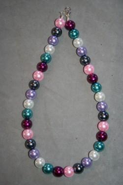 HA132 Big multi color: Halsband (45 cm) med stora pärlor i blandade färger...125:- SÅLD  För att se en större bild, klicka på denna länk.