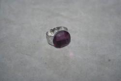 OV038 Ring 3: Ring (justerbar) meden lila glaspärla...55:- För att se en större bild, klicka på denna länk.