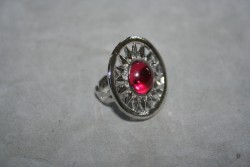OV039 Ring 4: Ring (justerbar) medenrosa glaspärla...55:- SÅLD För att se en större bild, klicka på denna länk.