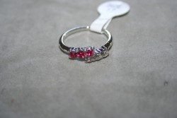 OV040 Ring 5: Ring med stenar i två färger...45:-