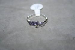 OV041 Ring 6: Ring med stenar i två färger...45:-