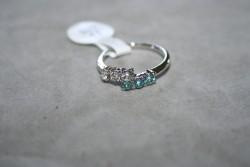 OV042 Ring 7: Ring med stenar i två färger...45:-
