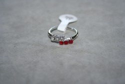OV044 Ring 9: Ring med stenar i två färger...45:-