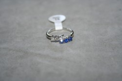 OV046 Ring 11: Ring med stenar i två färger...45:-