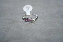 OV049 Ring 14: Ring med stenar i två färger...45:-