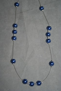 HA133 Flowing big blue: Halsband (60 cm) med
