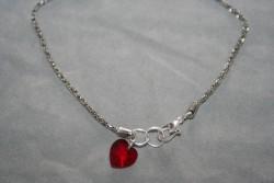 OV051 Foot 2: Fotlänk (26 cm) med ett litet rött swarovski hjärta...80:- 50:-För att se en större bild, klicka på denna länk.