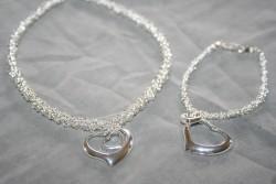 SE050 Silver heart: Halsband (ca 37 cm) + armband med kedja och hjärtan...149:- SÅLD För att se en större bild, klicka på denna länk.