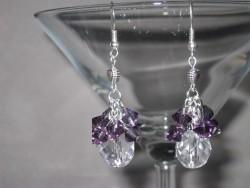OR045 Crystal purple: Örhängen med facetterad glaspärla samt lila bicone pärlor...65:- SÅLD För att se en större bild, klicka på denna länk.