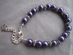 AR084 Chubby purple: Armband medlila pärlor samt  knubbiga mellandelar...69:- SÅLD  För att se en större bild, klicka på denna länk.