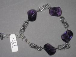 AR116 Purple eight: Armband med lila glaspärlor och mellandelar  formade som åttor...79:- 40:-För att se en större bild, klicka på denna länk.