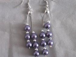 OR044 Long purple: Örhängen med lila pärlor...60:- 30:-  För att se en större bild, klicka på denna länk.