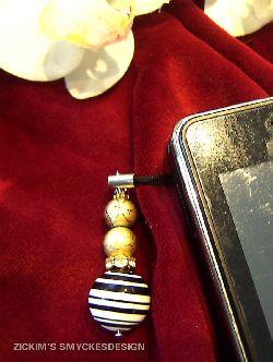 MO010 Mobile gold: Mobil smycke med stor randig pärla...59:-