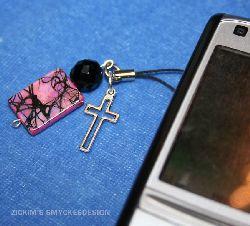 MO002 Mobilkors: Mobilsmycke med ett kors...40.-