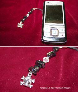 MO006 Mobil death: Mobilsmycke med onyx stenar med olje skimmer och en döskalle...59:-