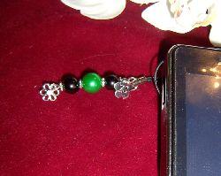 MO008 Mobile flower: Mobil smycke med en grön vaxpärla och en liten blomma...60:-