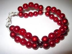 AR094 Double red: Armband med olika röda pärlor...99:- SÅLD För att se en större bild, klicka på denna länk.