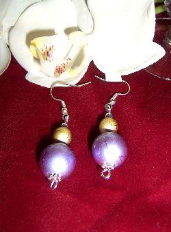 OR008 Big purple: Örhängen med stor lila pärla och mindre i guld...60:- SÅLD