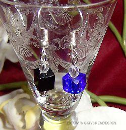 OR013-014 Ear cube: Örhängen med glaskub, finns i svart och blått...55:- 25:- BLÅ SÅLD  För att se en större bild, klicka på denna länk.