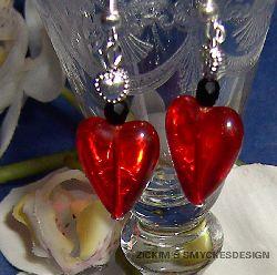 OR015 Red heart ear: Örhängen med rött glashjärta...65:- SÅLD