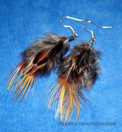 OR024 Ear feather: Örhängen med fjädrar...60:- 30:-SÅLDFör att se en större bild, klicka på denna länk.