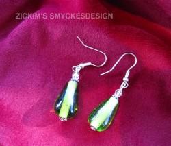 OR025 Green drop: Örhängen med gröna glasdroppar...75:- 40:-  Lägg till bildtext textarea cant be used in forms style=
