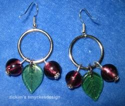 OR029 Purple berry ear: Örhängen med glaslöv och lila pärlor...60:- 30:-  För att se en större bild, klicka på denna länk. Lägg till bildtext textarea cant be used in forms style=