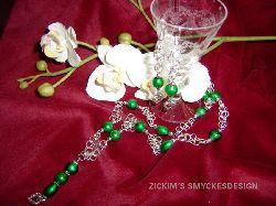 SE017 Greenheart: Halsband med gröna pärlor + tillhörande örhängen...120:- SÅLD  För att se en större bild, klicka på denna länk.