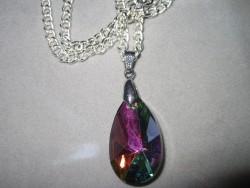 HA072 Rainbow drop: Halsband med glasprisma...90:- SÅLD  För att se en större bild, klicka på denna länk.
