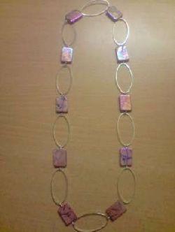 SE005 Pink oval: Halsband med ovala länkar och rosa platta pärlor + tillhörande örhängen (ej med på bild)...79:- SÅLD